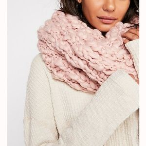 💥2 LEFT💥NWT FREE PEOPLE CHUNKY INFINITY SCARF